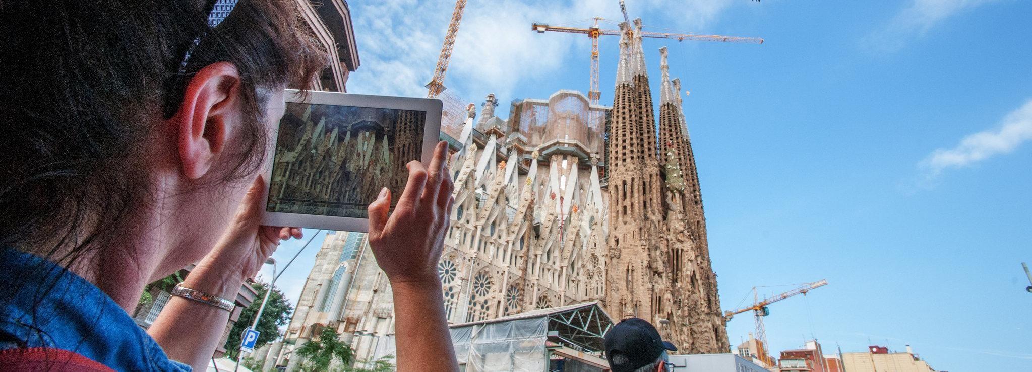 From Plaça Catalunya: Fast-Track Tour of Sagrada Familia