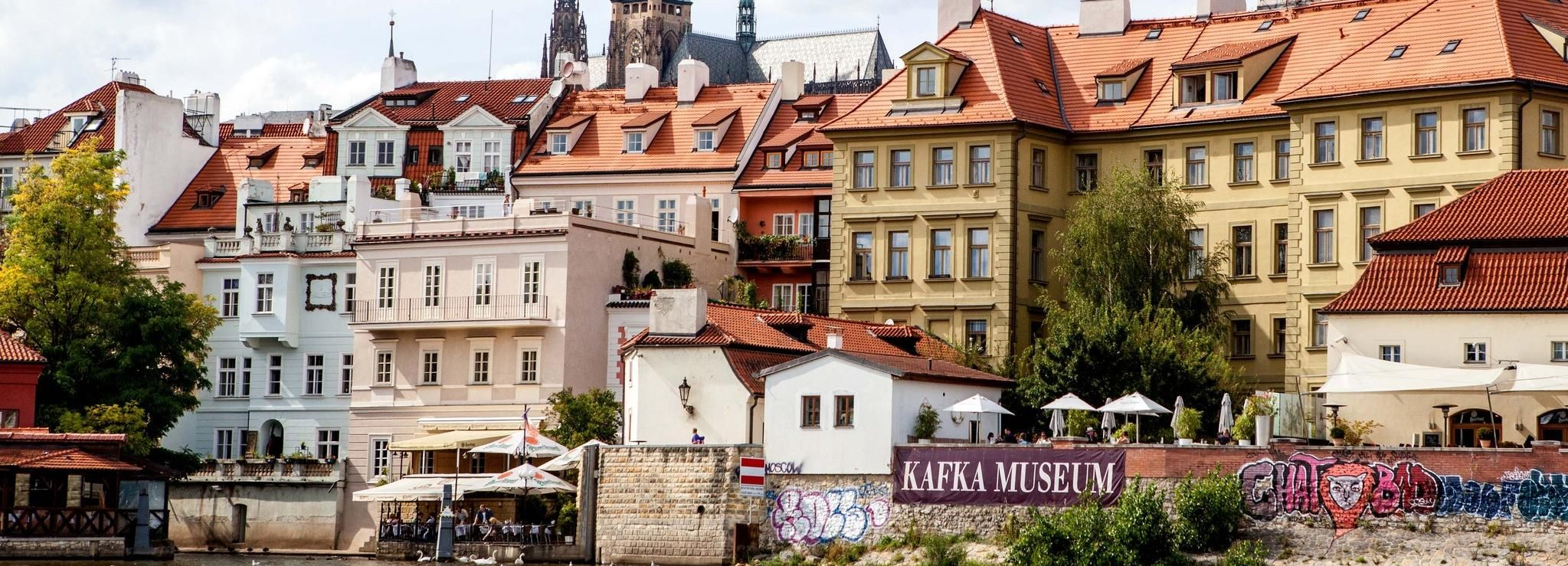 Prague: Full-Day Sightseeing Tour with Cruise and Lunch