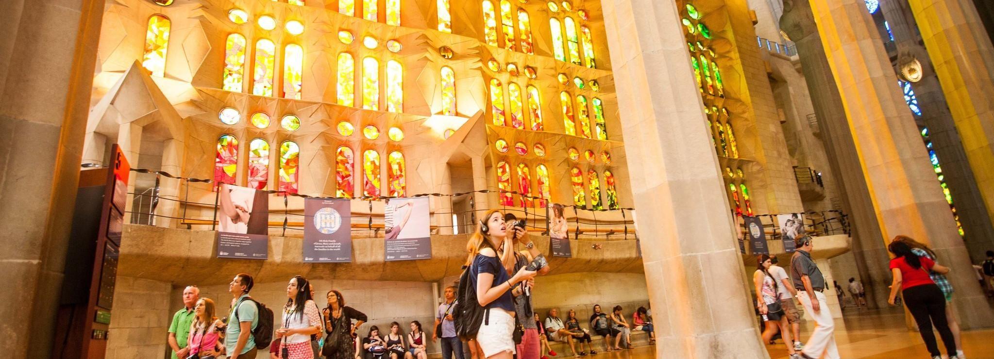 Barcelona Highlights Tour - Sagrada Familia & Poble Espanyol