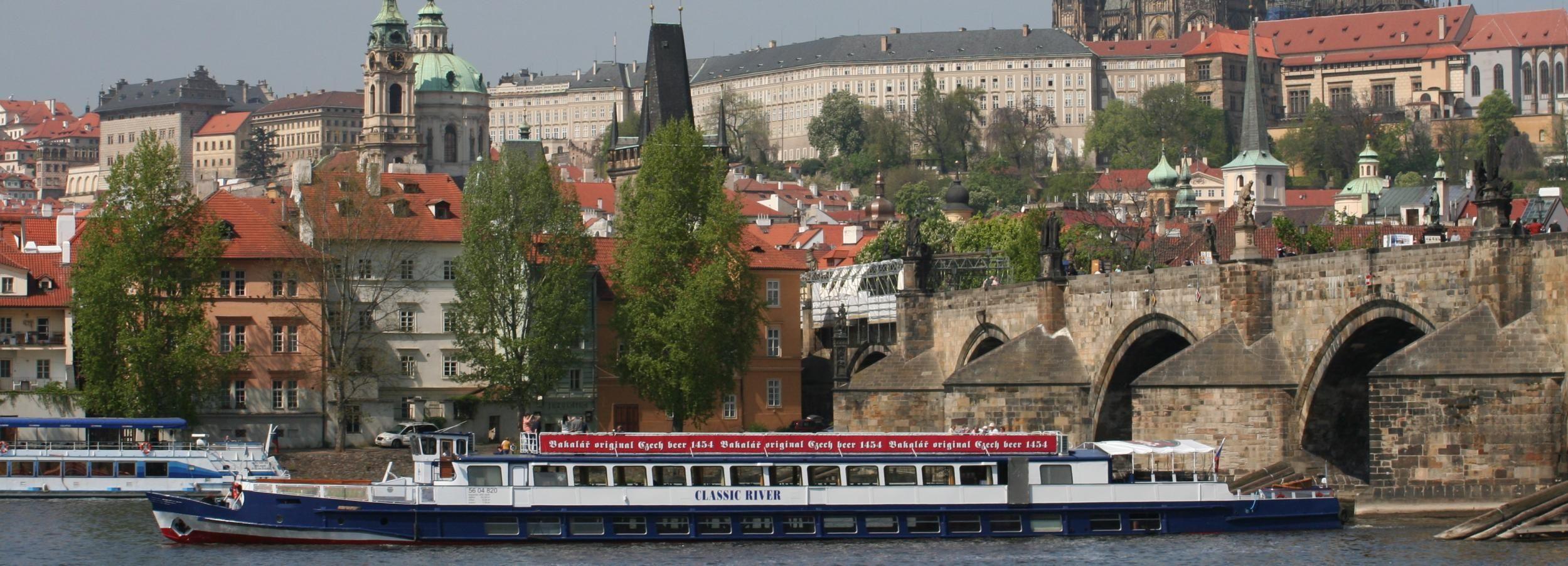 Praga: crucero de 1 hora con vistas por el río Moldava