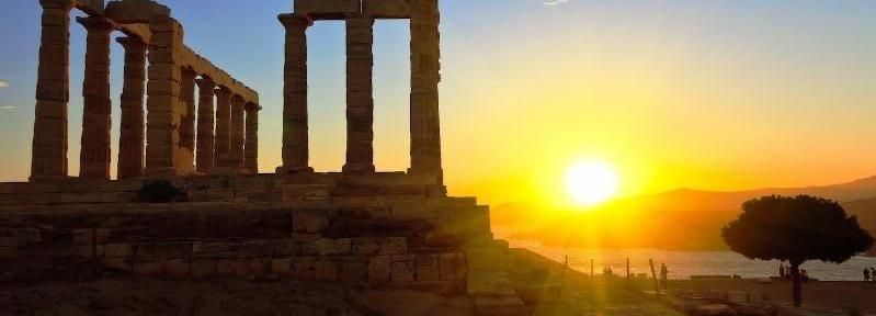 Puesta de sol en el cabo Sunión desde Atenas