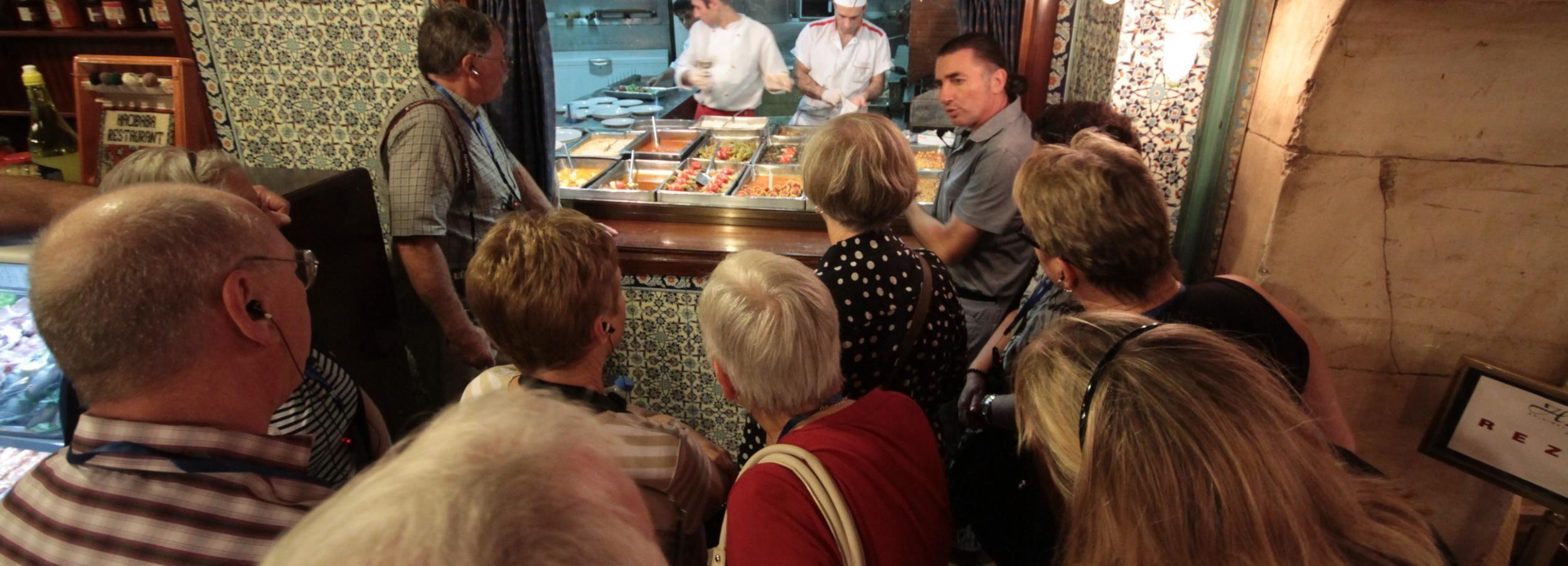 Istanbul: Abendliche Tour mit türkischem Dinner