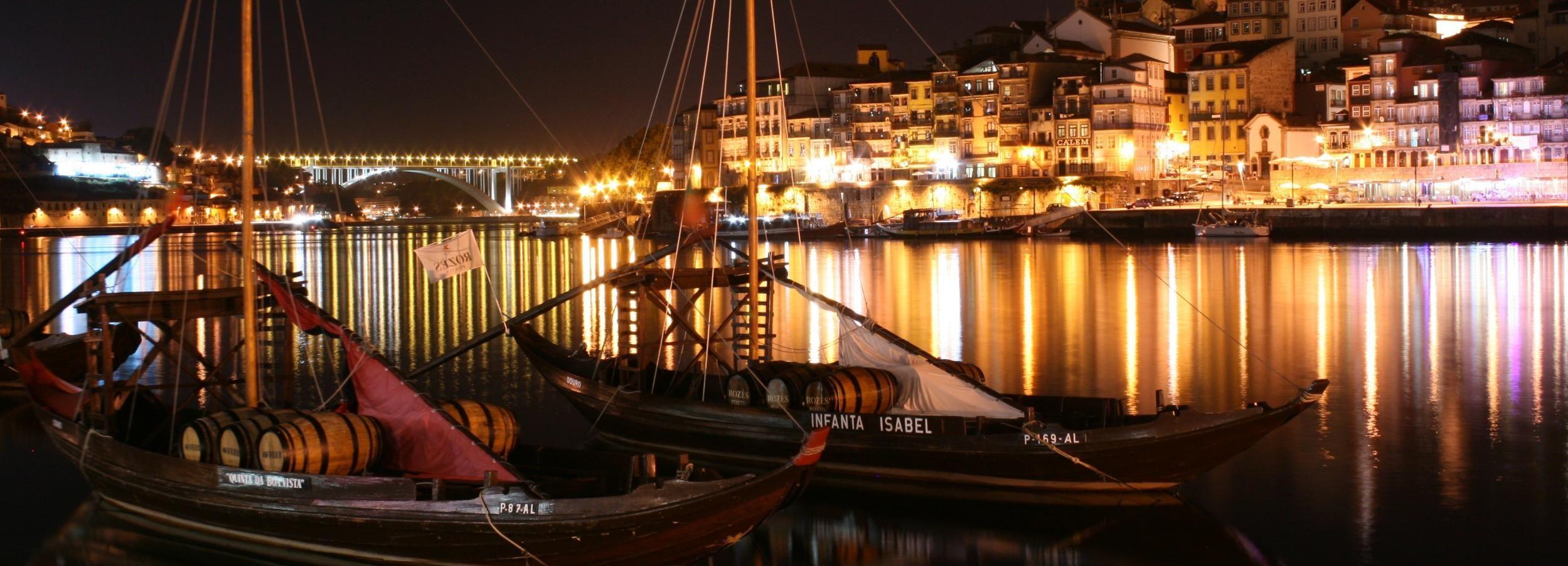 Porto: City Tour, Jantar c/ Show de Fado e Luzes Noturnas