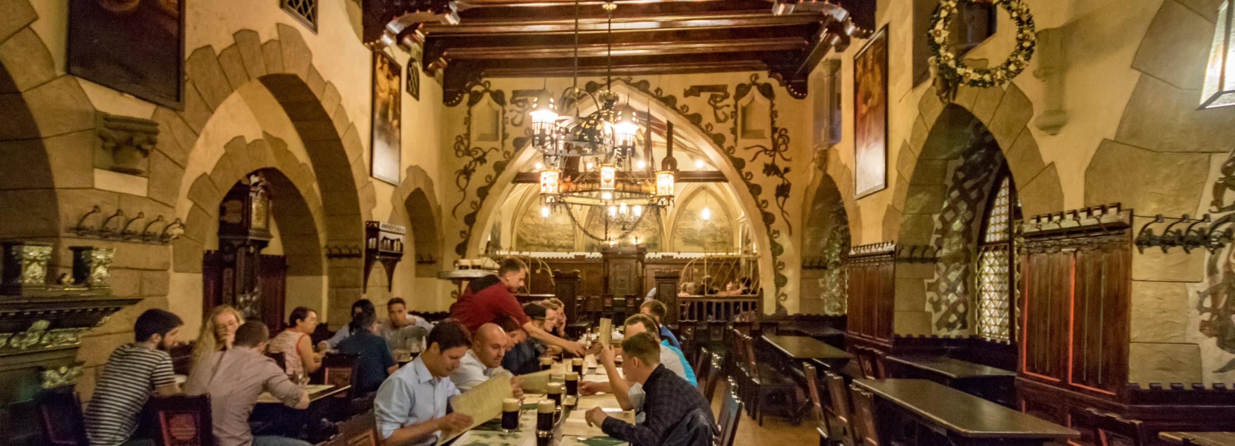Praga: Tour legendario de cerveza con cena