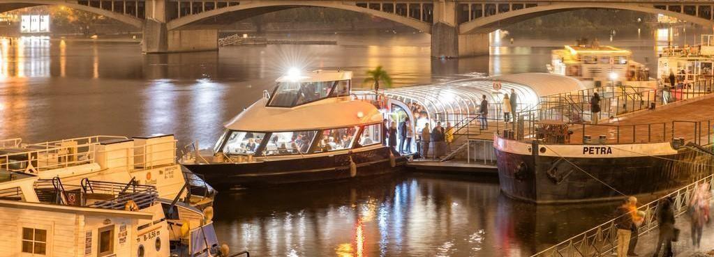 Praag: 3 uur Dinner Cruise met Transfers