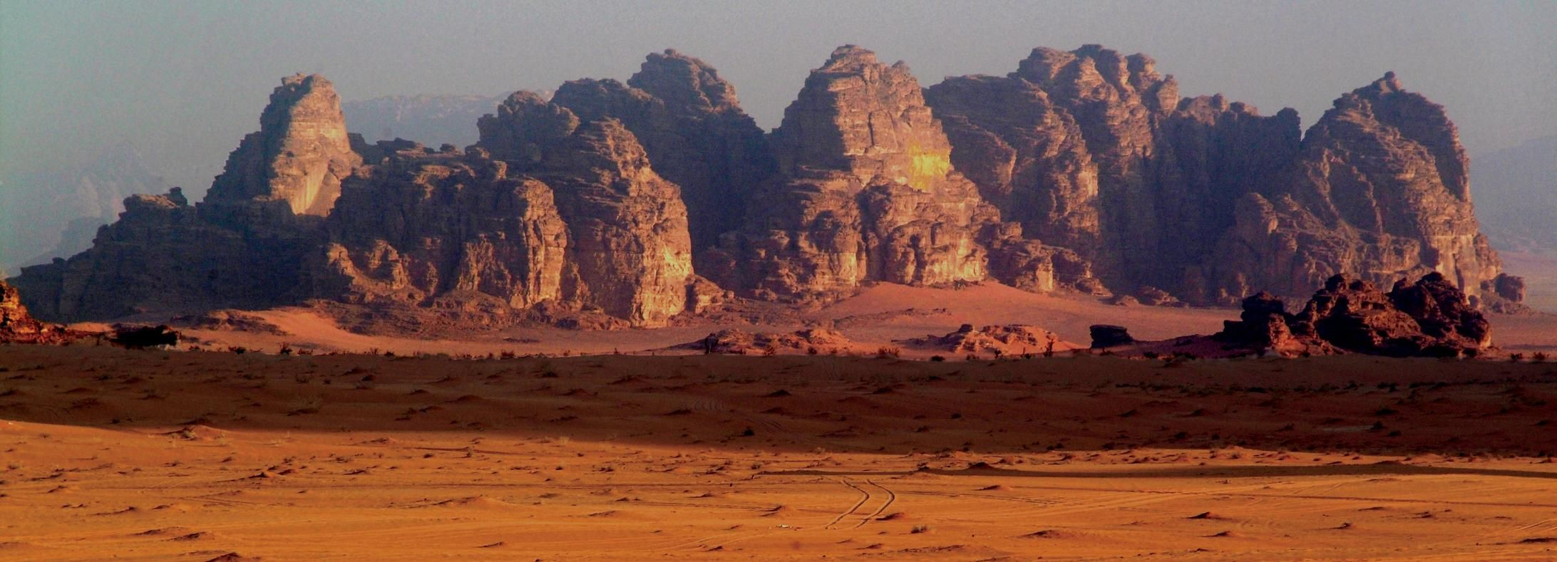 From Aqaba: 2-Hour Jeep Tour to Wadi Rum
