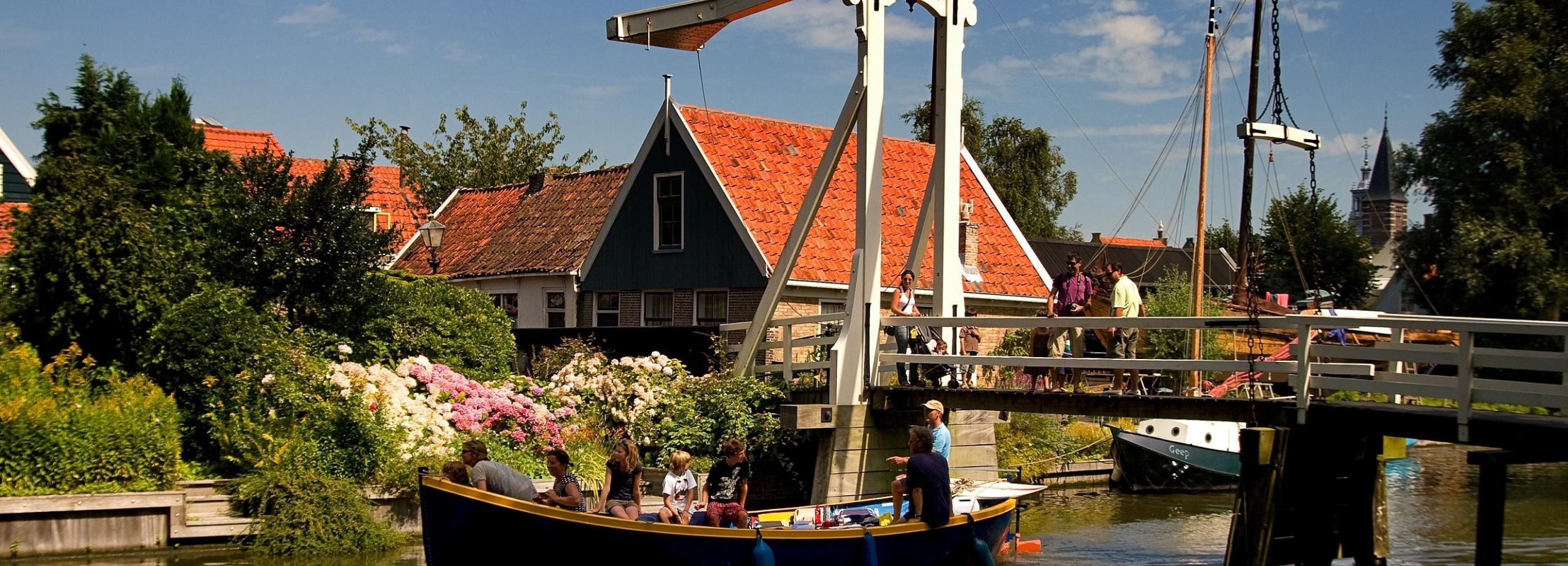 Volendam and Marken by Bike: Full-Day Tour