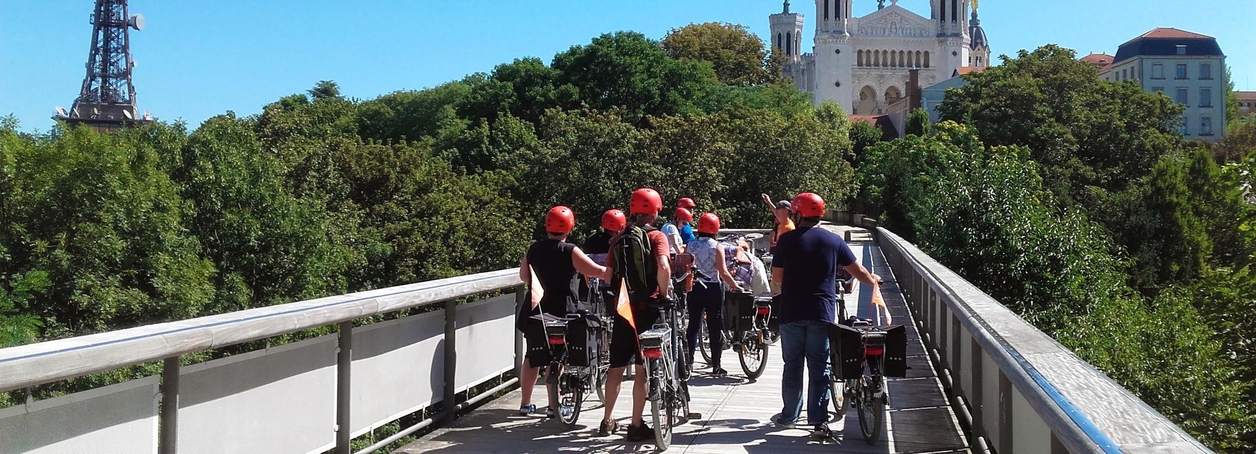 Lyon: 4-Hour Electric Bike Tour with Tasting Break
