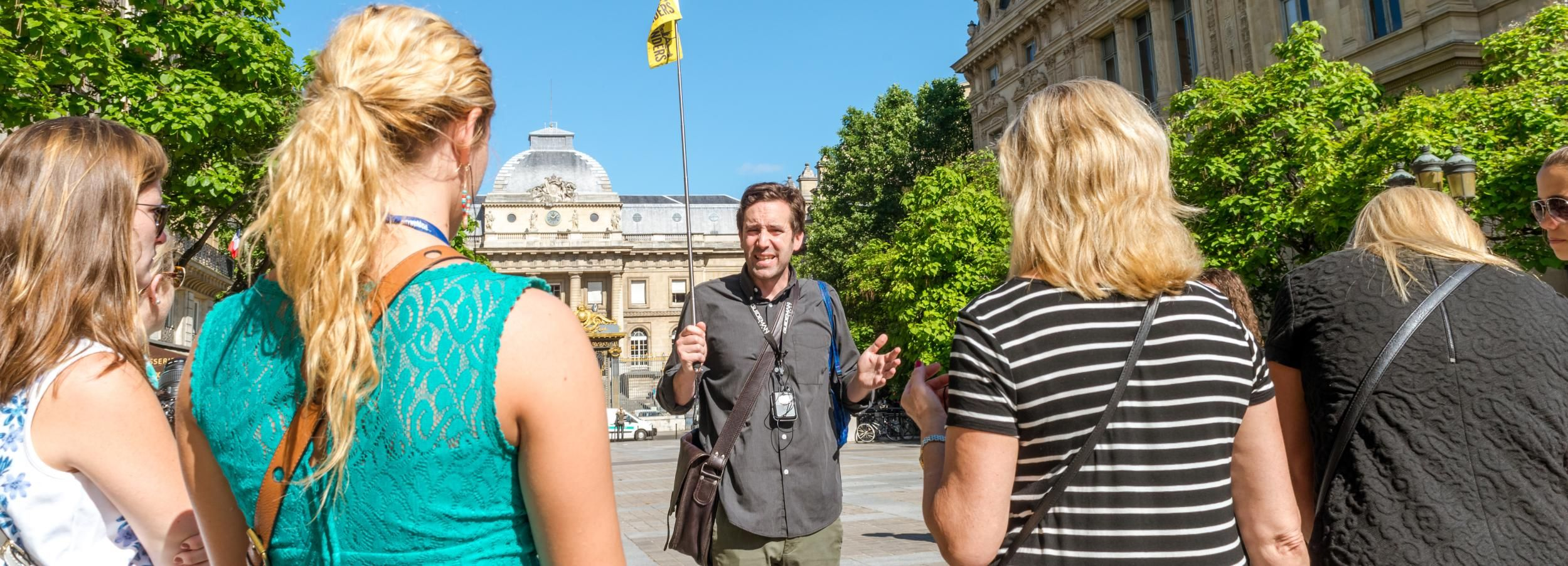 Paris: Notre Dame Island Historical and Medieval Guided Tour