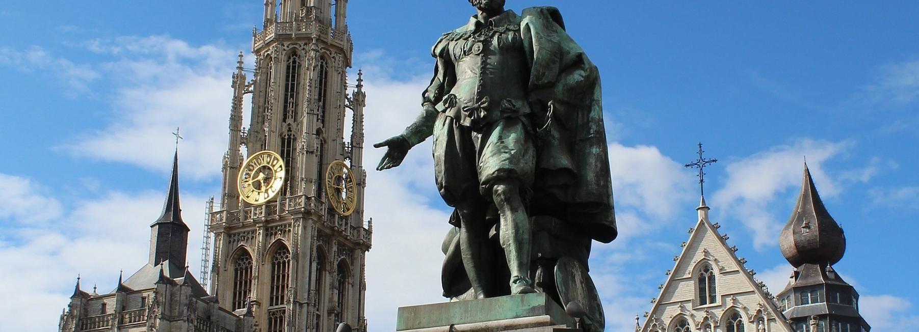 Antwerp: passeio privado a pé com um local