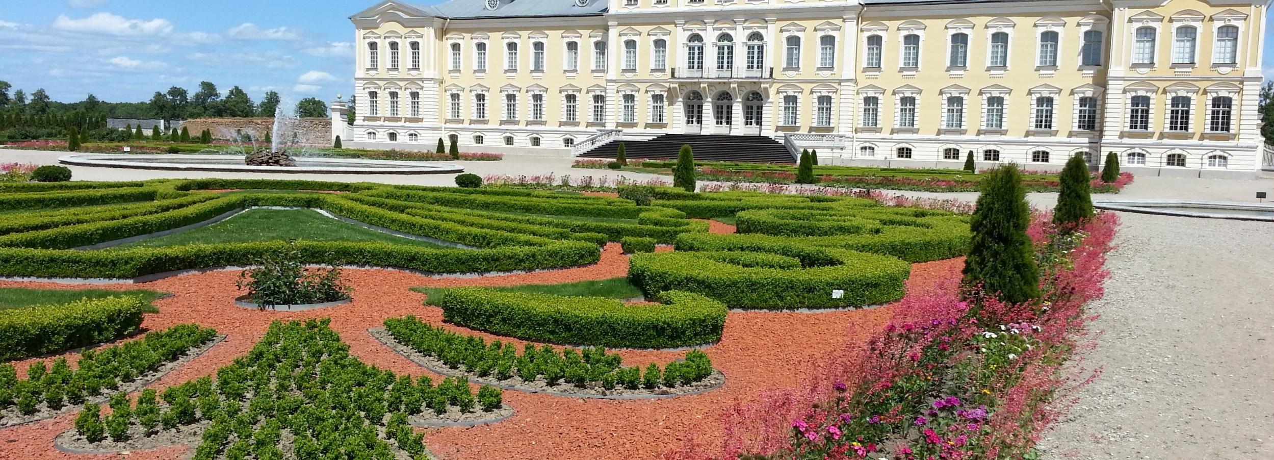 Viagem de Vilnius a Riga: Colina das Cruzes e Palácio de Rundale