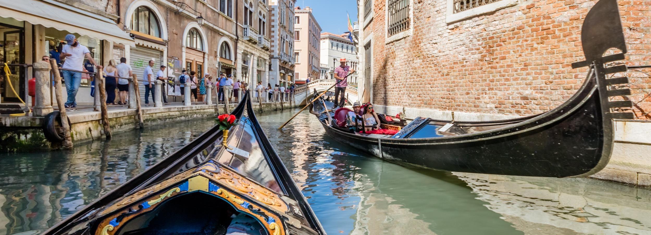 Venezia: giro in gondola condivisa sul Canal Grande