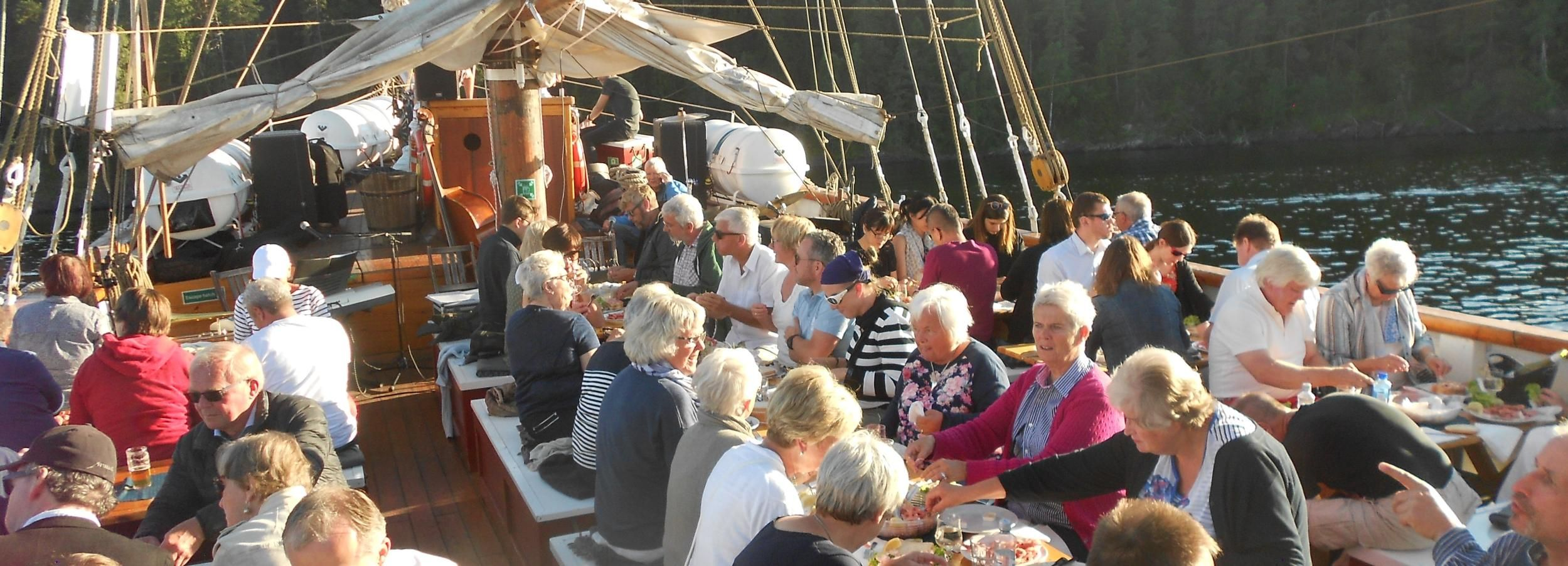 Oslos Fjorde: 3-stündige Bootsfahrt am Abend mit Buffet