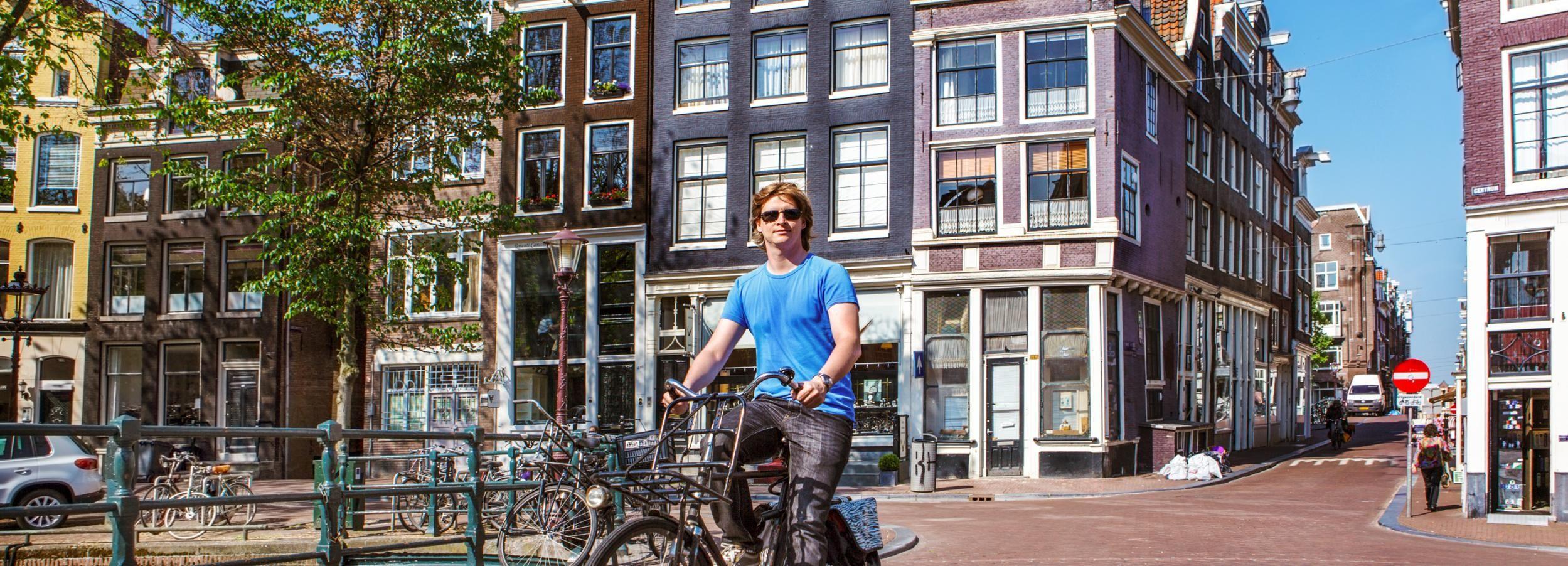 Ámsterdam: alquiler de bicicleta con café gratis