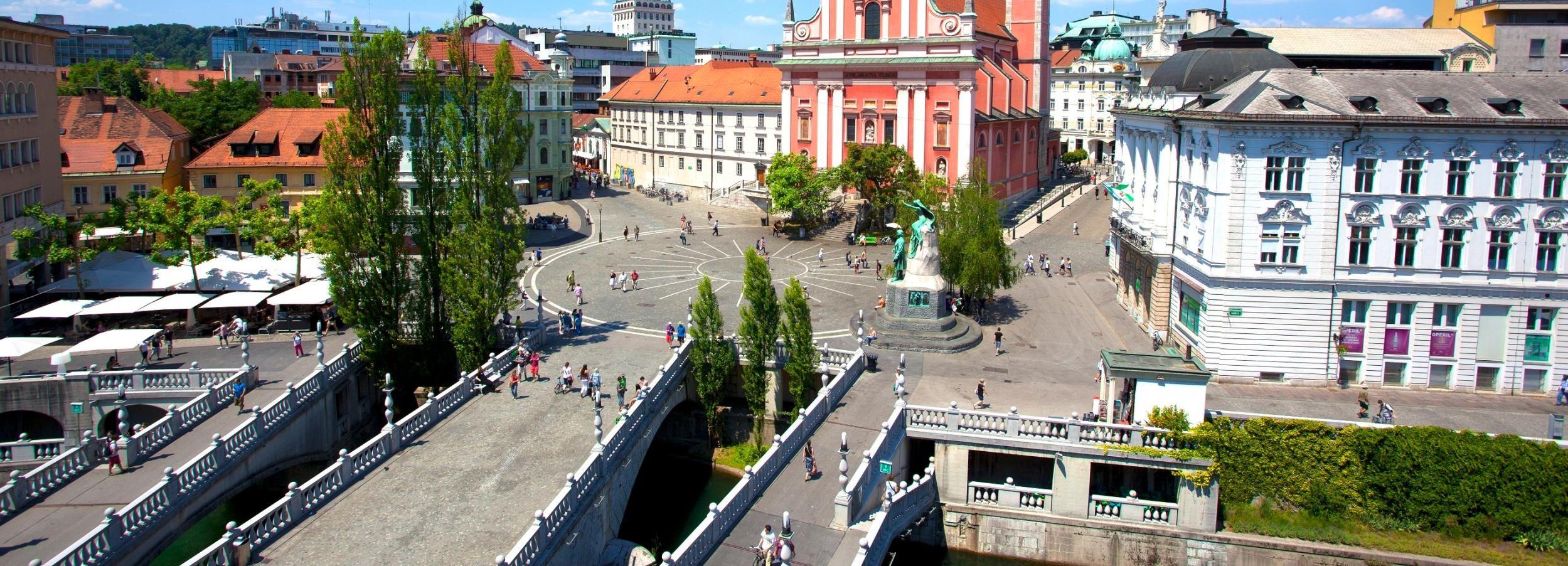 From Zagreb: Ljubljana, Postojna Cave & Predjama Castle Tour