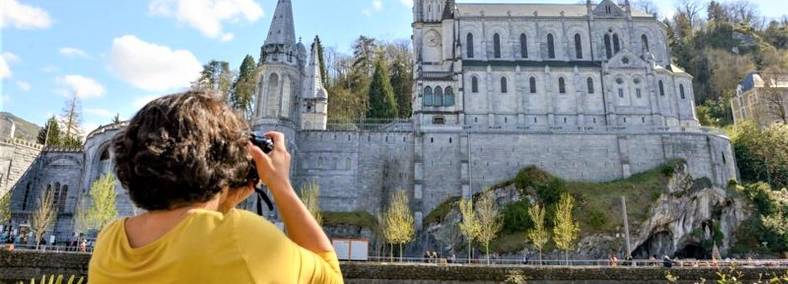 Lourdes: Our Lady of Lourdes Guided Tour in the Sanctuary