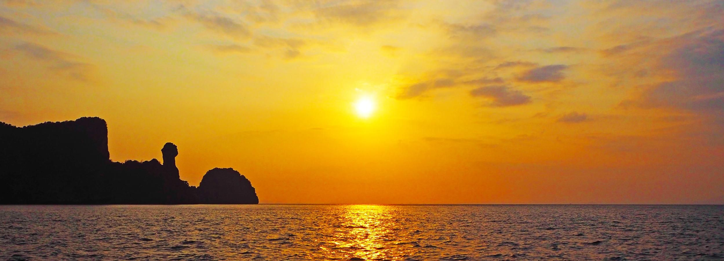 Krabi: Phi Phi Sunrise & 4 Islands by Speedboat with Lunch