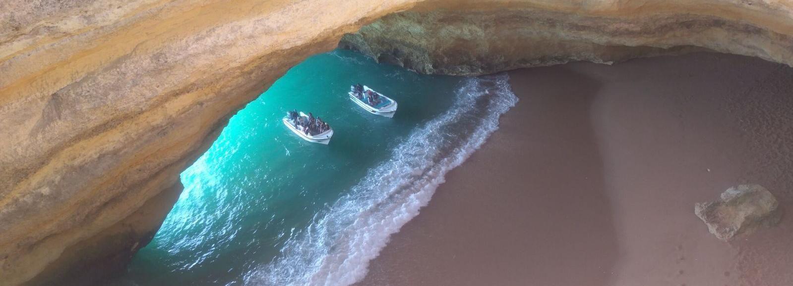 Playa de la Marina y cueva de Benagil en coche o en scooter