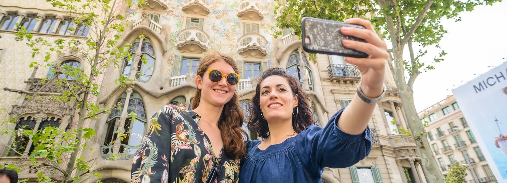 Barcelona: Discover Gaudi and Modernisme Walking Tour