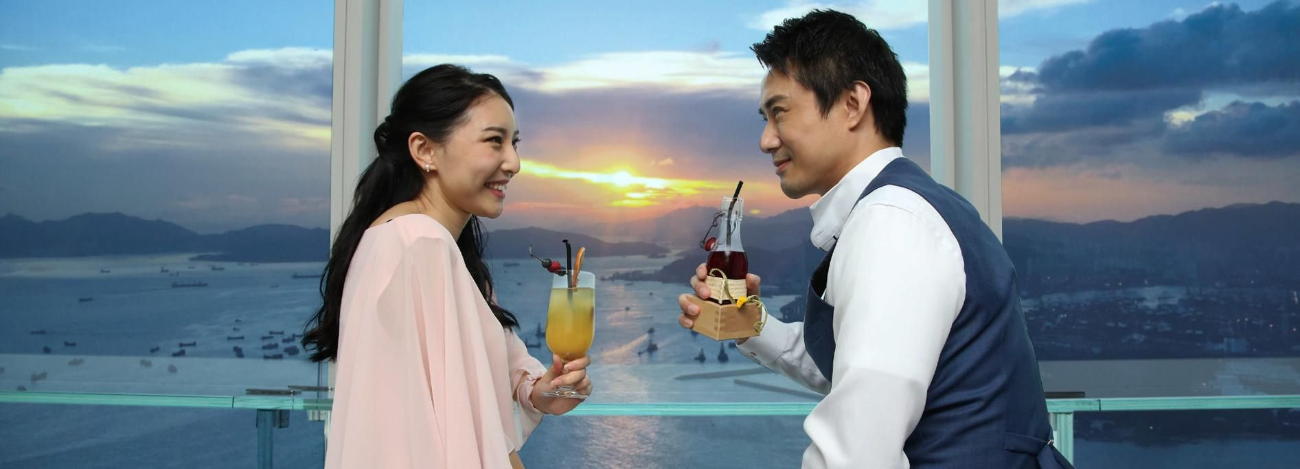 Hong Kong: Sky100 Observatory with Wine & Beverage Packages