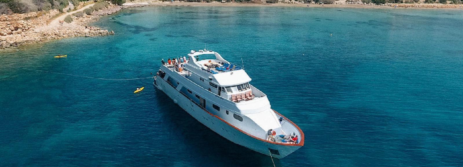Pafos: Crucero en avioneta en el océano solo para adultos
