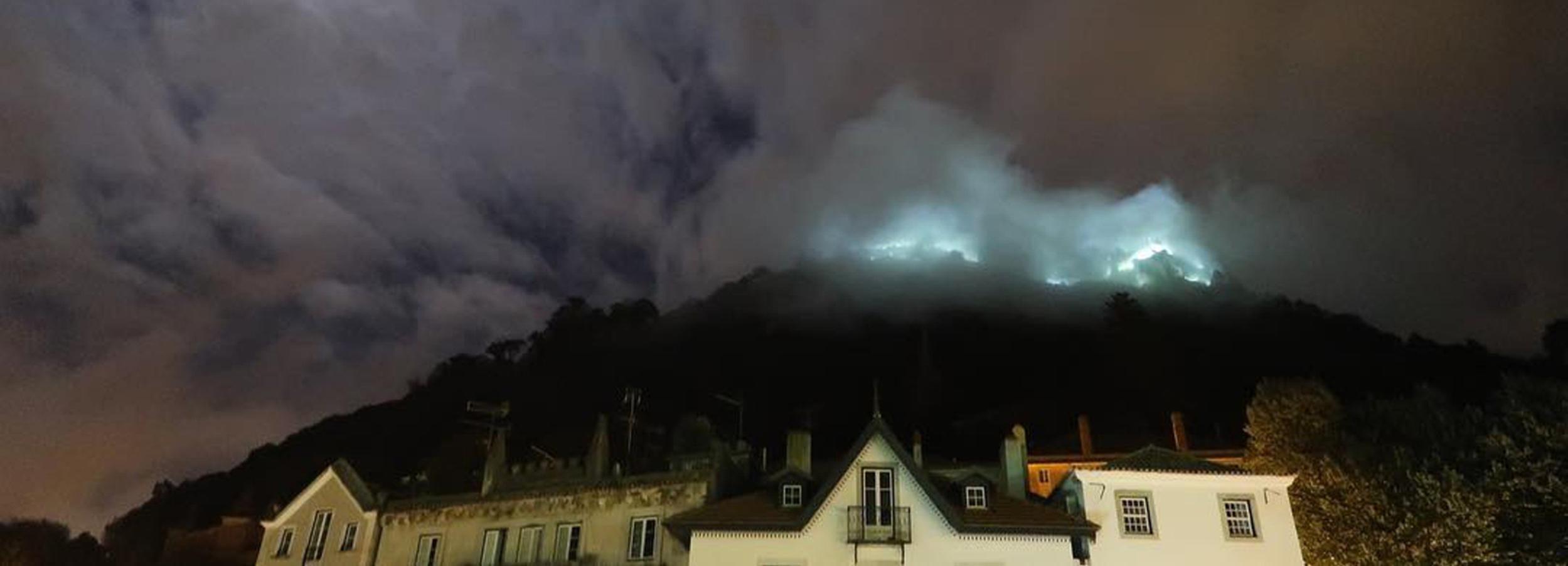 Passeio Privado à Noite de Sintra: Histórias das Montanhas