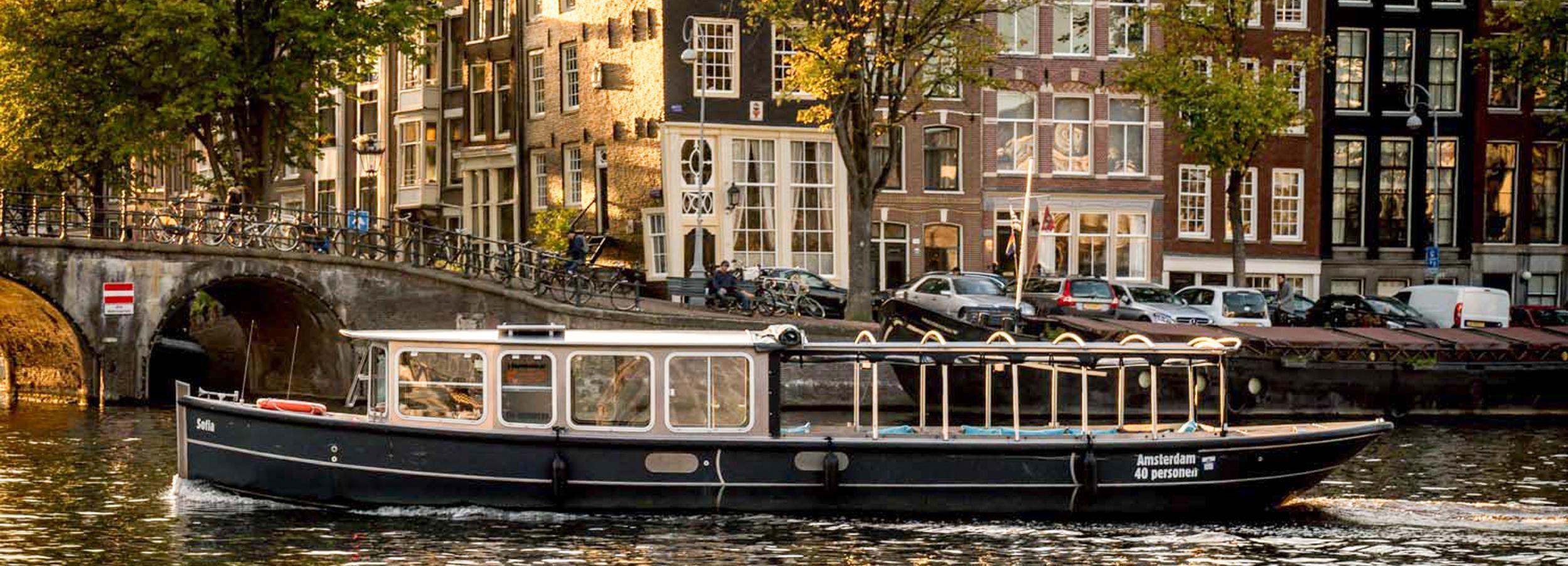 Amesterdão: Cruzeiro no Canal com um Guia Alemão Nativo