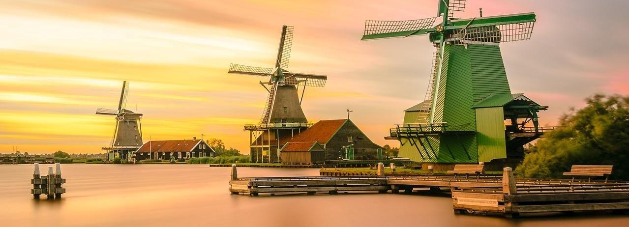 Zaanse Schans Windmills and Volendam: Private Car Service