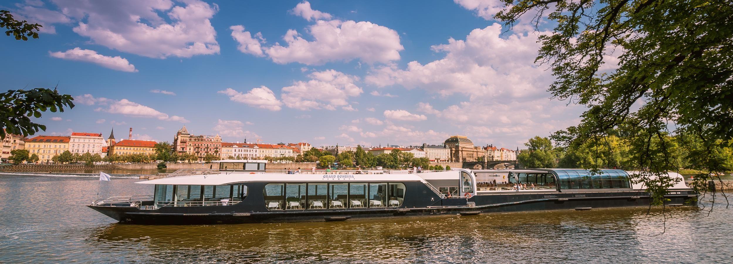 Praga: crucero turístico de 2 horas por el Moldava