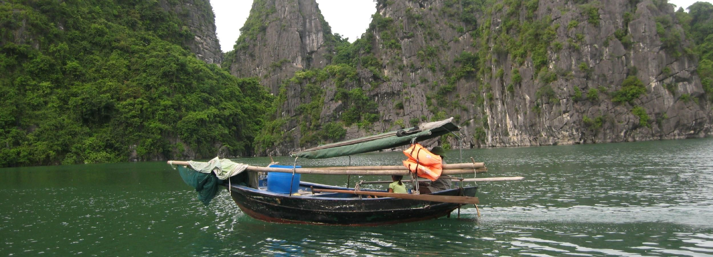 Hanoi: 2-Day Bai Tu Long and Vung Vieng Village Cruise