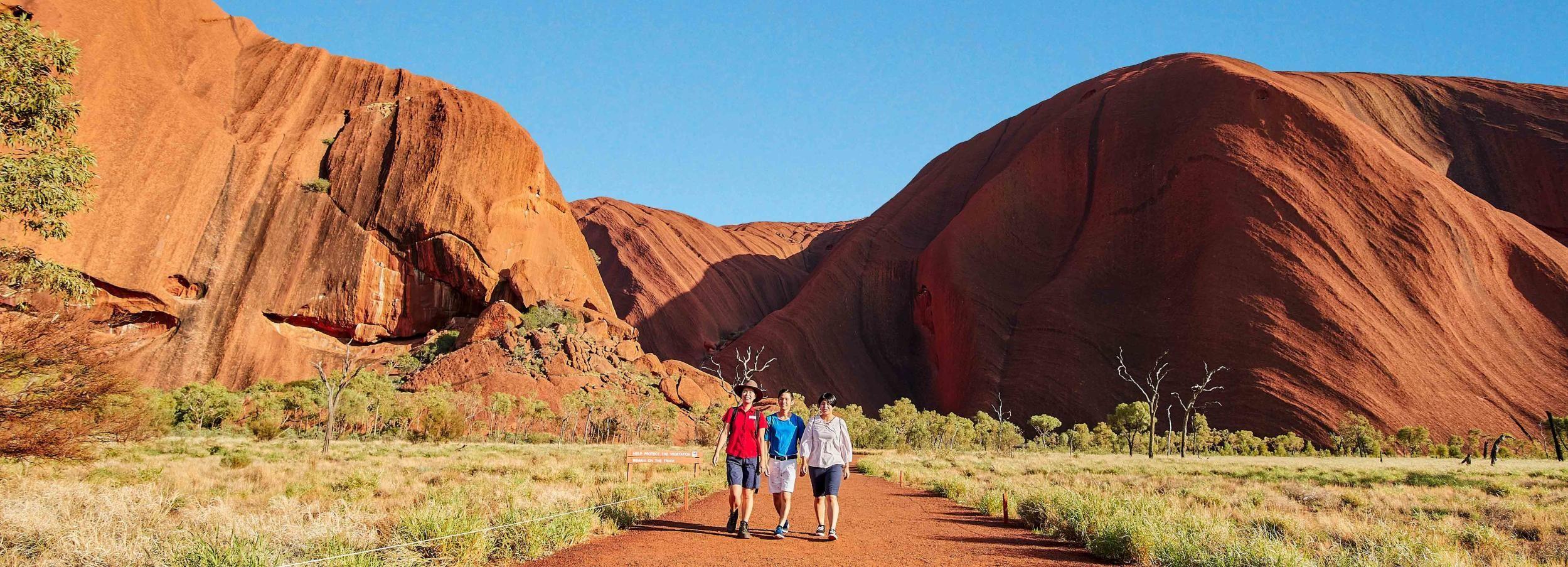 Uluru: Sacred Sites & Sunset Tour with Wine & Cheeseboard