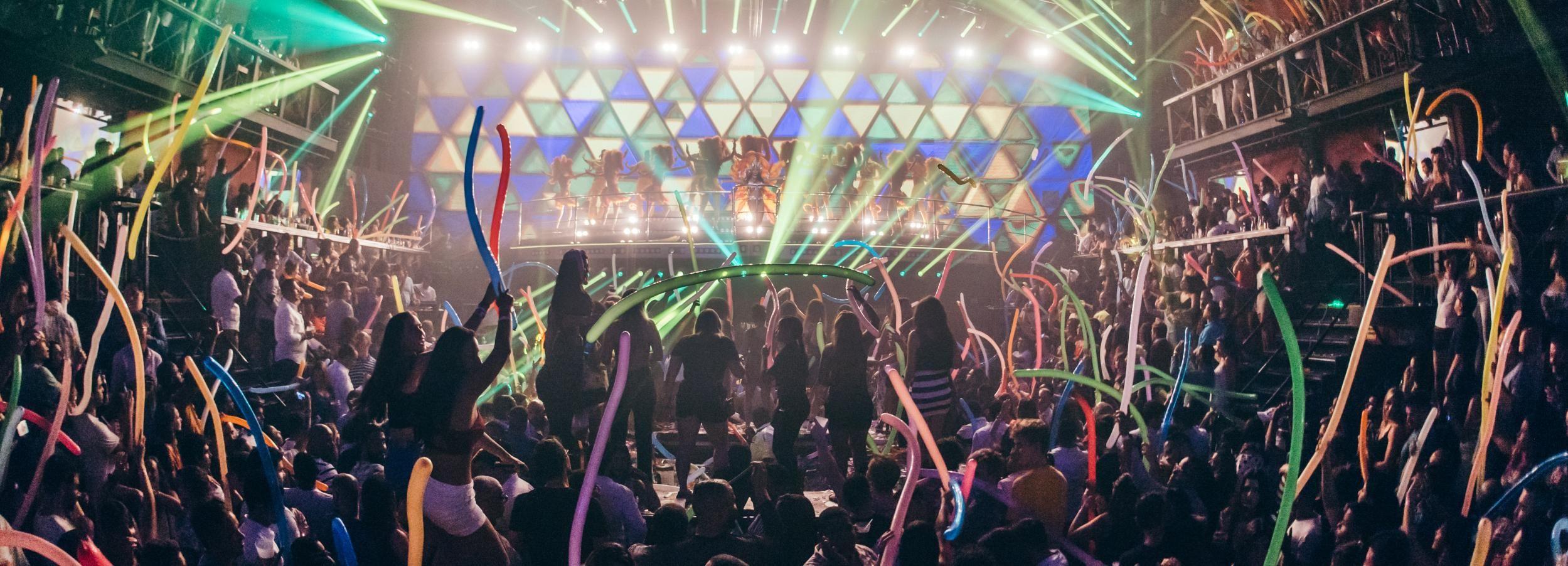 Punta Cana: Coco Bongo Nightclub Experience with Transfer