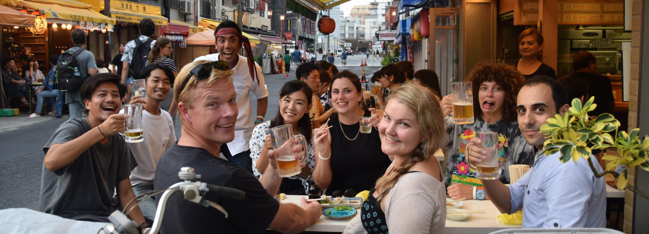 Tokio: Lokale Food & Drink-Tour bei Nacht in Asakusa