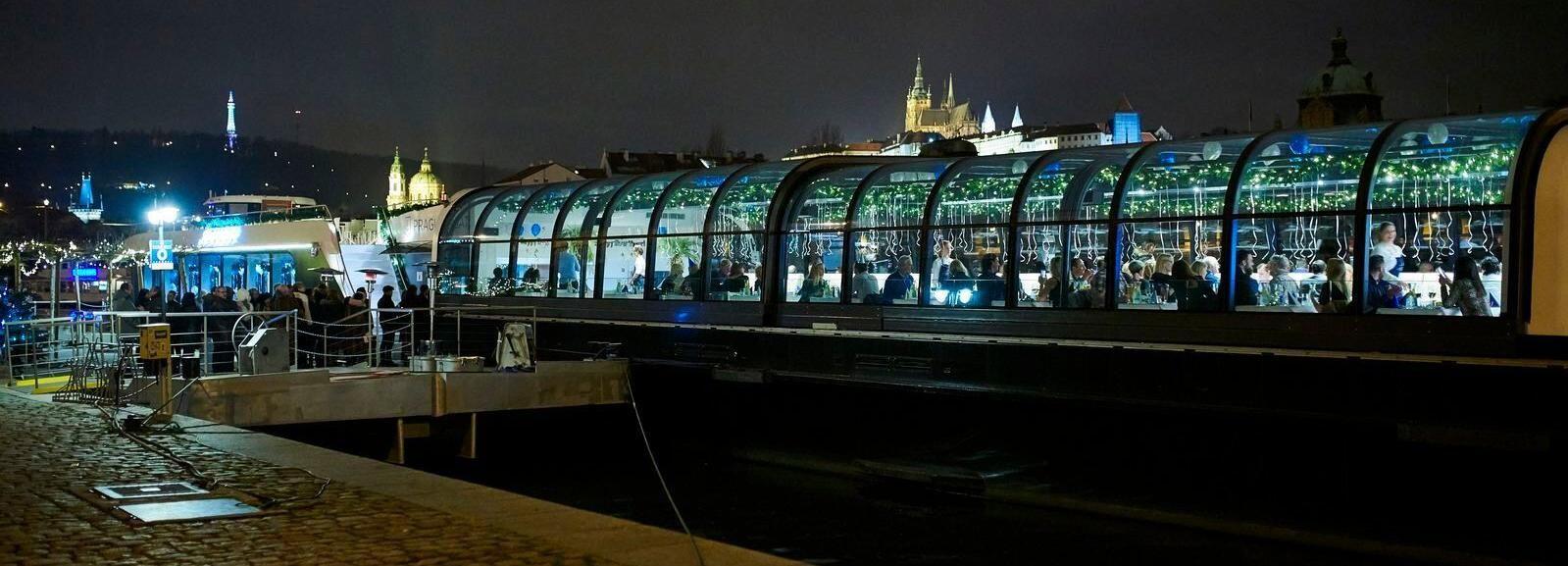 Praga: crucero de fin de año de 4,5 horas con una banda de jazz en vivo