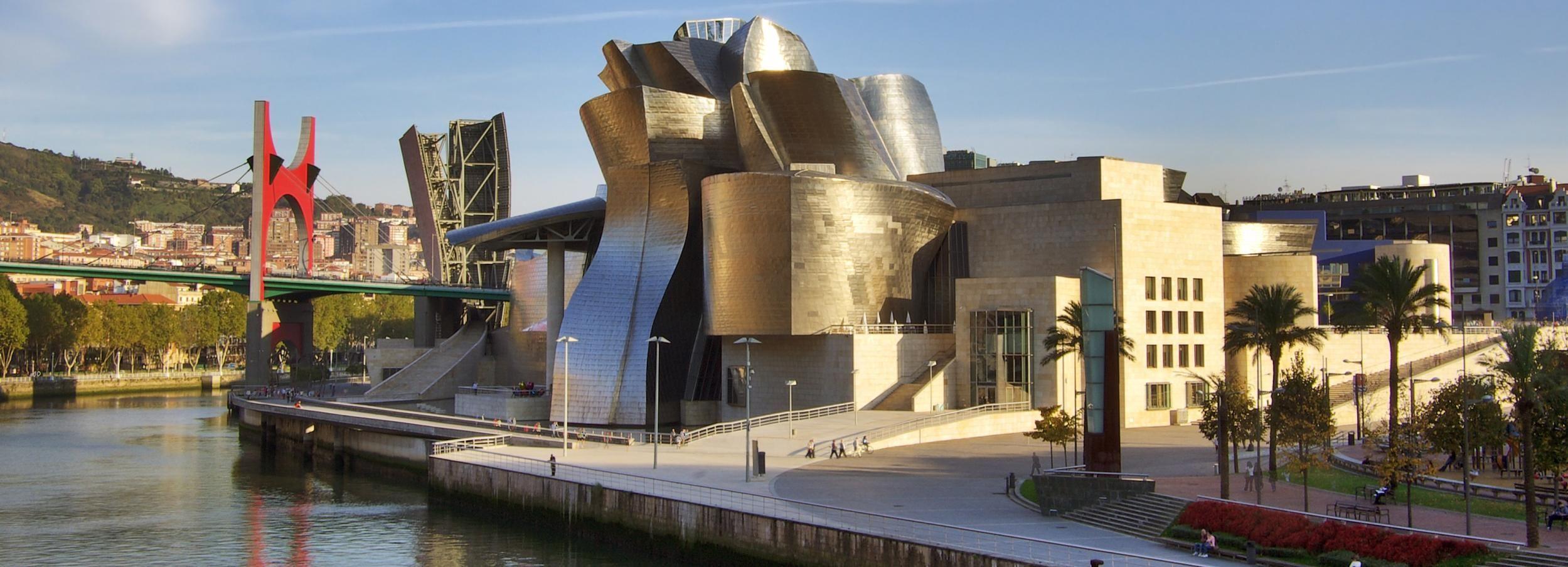 Bilbao: recorrido a pie guiado clásico y moderno con Pintxos