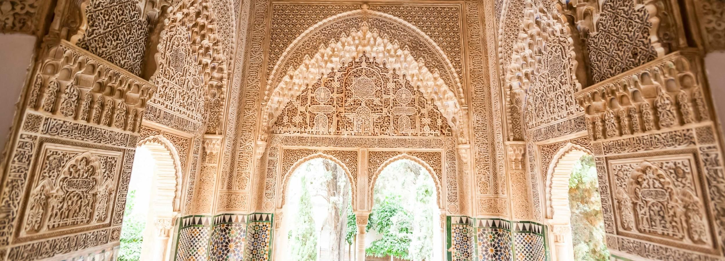 Alhambra: Nasrid Palaces Guided Tour with Tickets