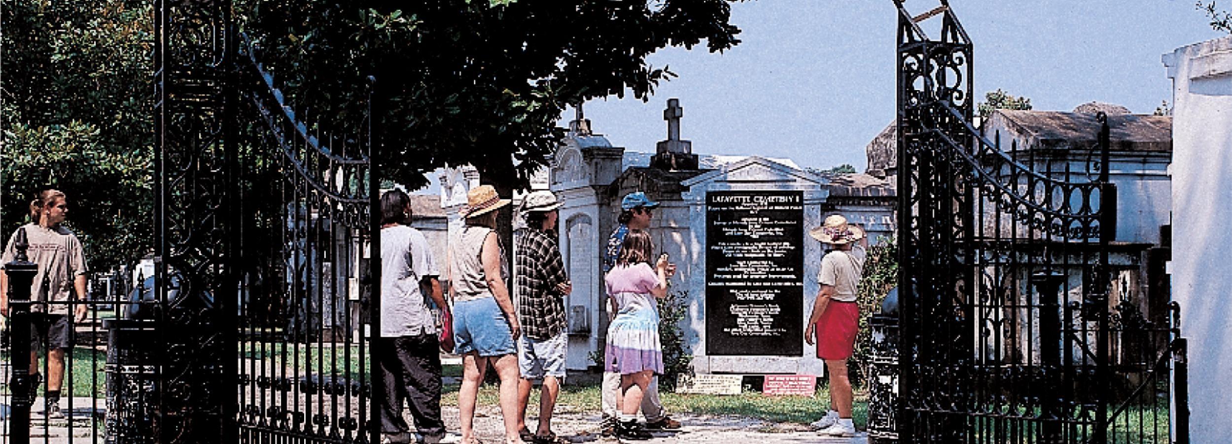 Nueva Orleans: recorrido a pie de 2 horas por el distrito de jardines y el cementerio
