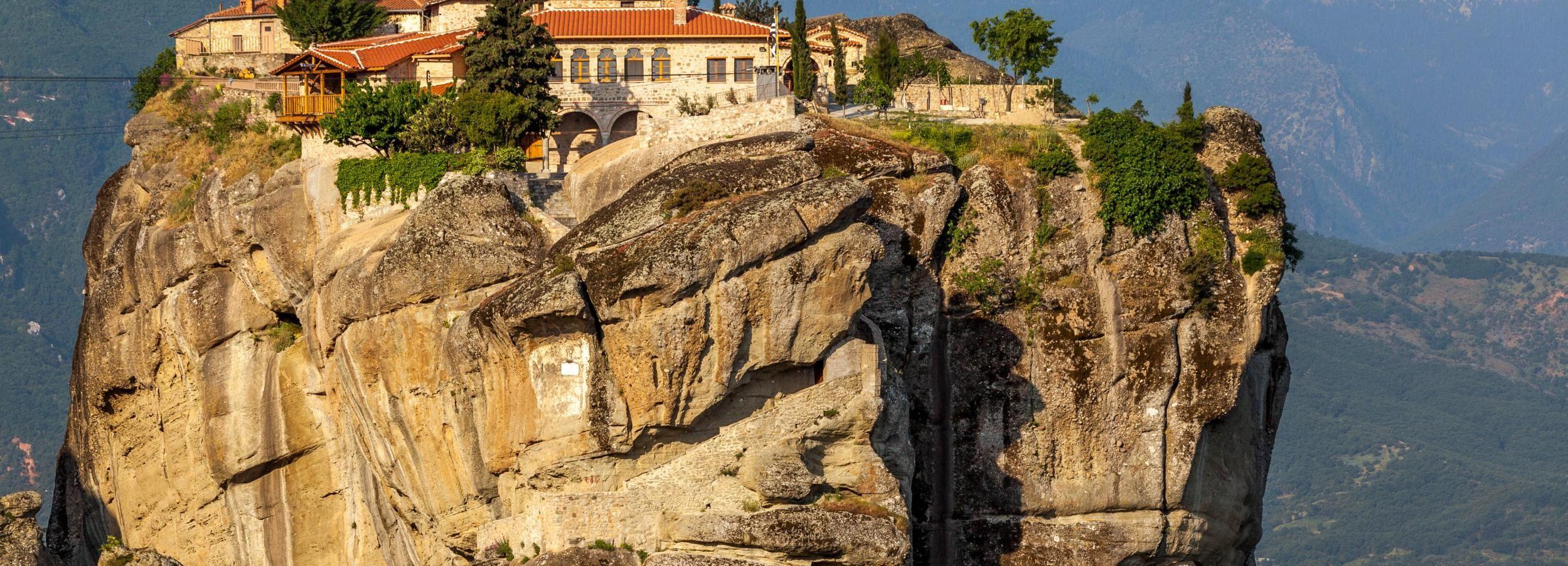 Desde Atenas: excursión guiada de 2 días a Delfos y Meteora