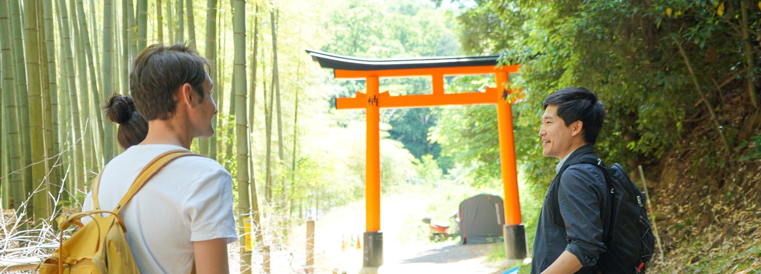 Kioto: tour de senderismo oculto de 3 horas por el santuario Fushimi Inari