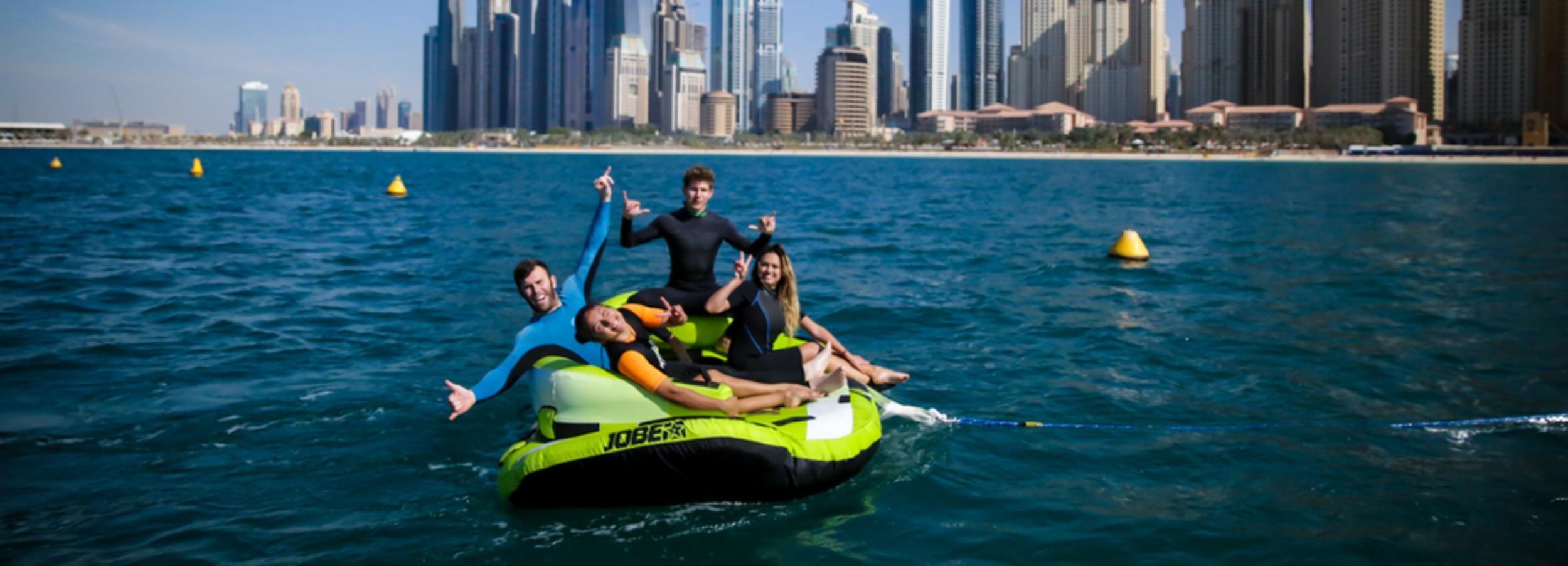 Dubai: donutvaart bij de Jumeirah Beach Residence