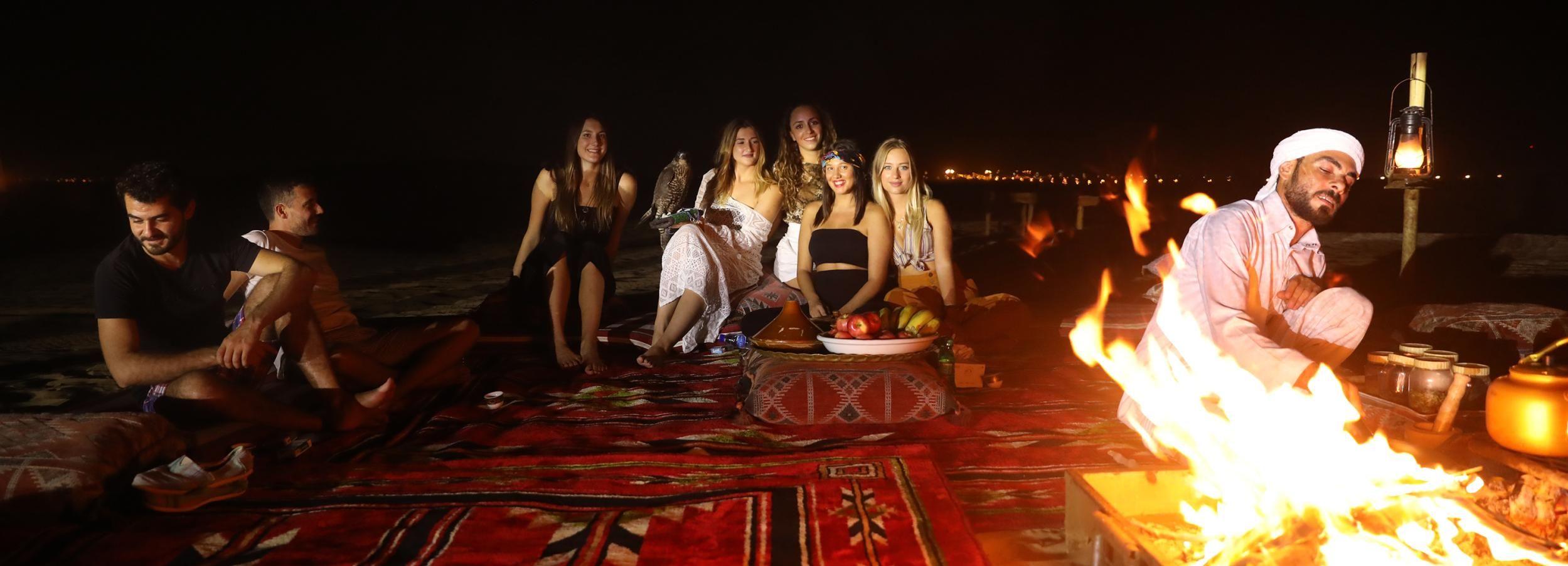 Depuis Dubaï: nuit dans le désert et randonnée à chameau