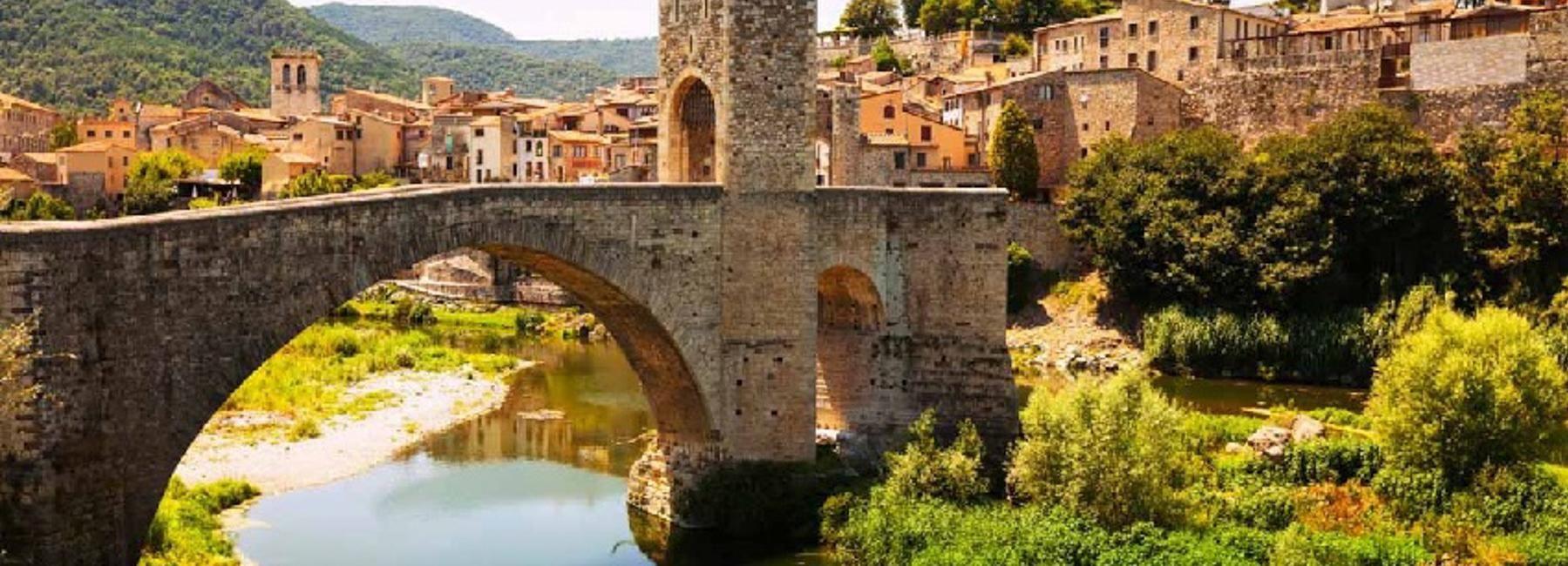 De Barcelone: visite privée des villes médiévales avec déjeuner