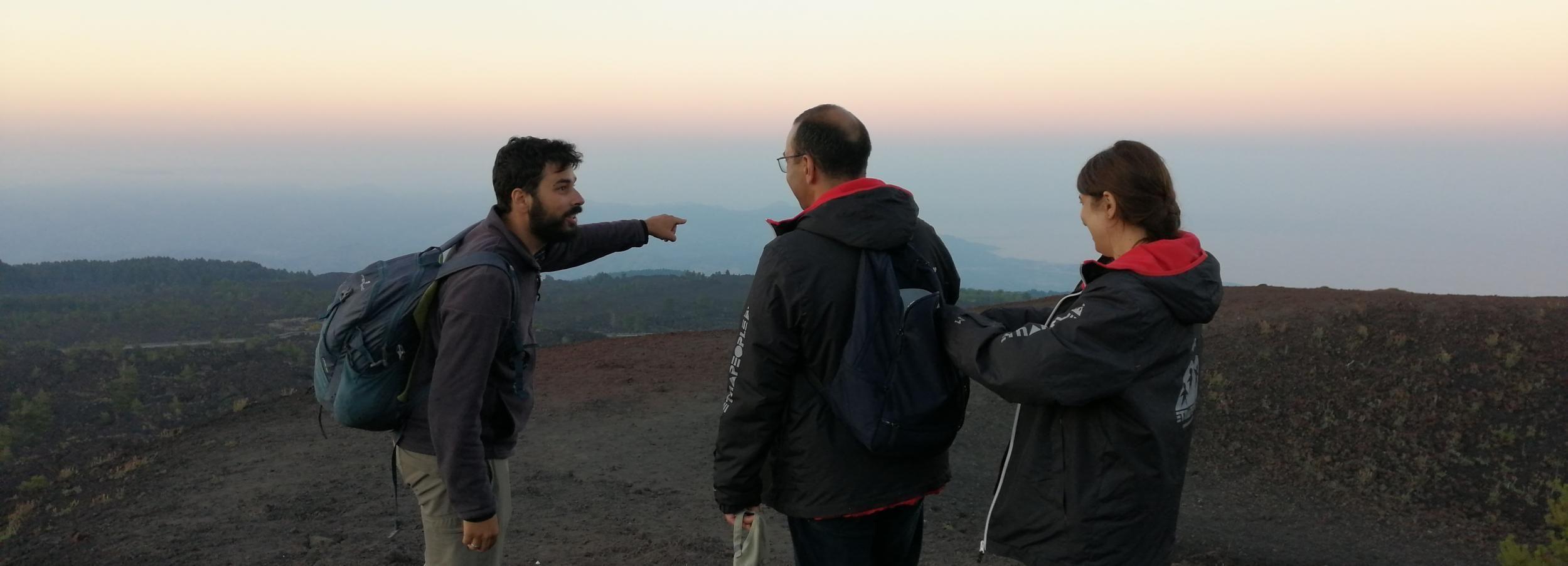 Desde Taormina: caminata nocturna de medio día por el monte Etna
