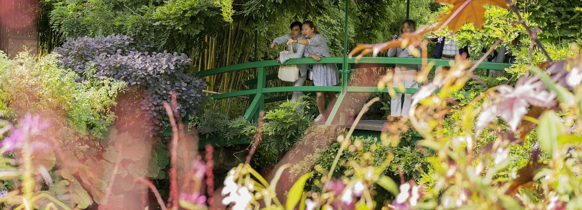 Full-Day Giverny & Versailles Tour by Minibus