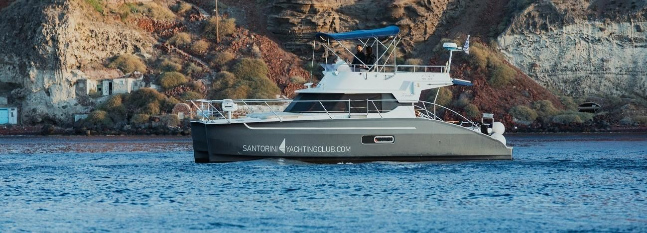 Santorini: crucero privado en yate a la caldera con comidas y bebidas