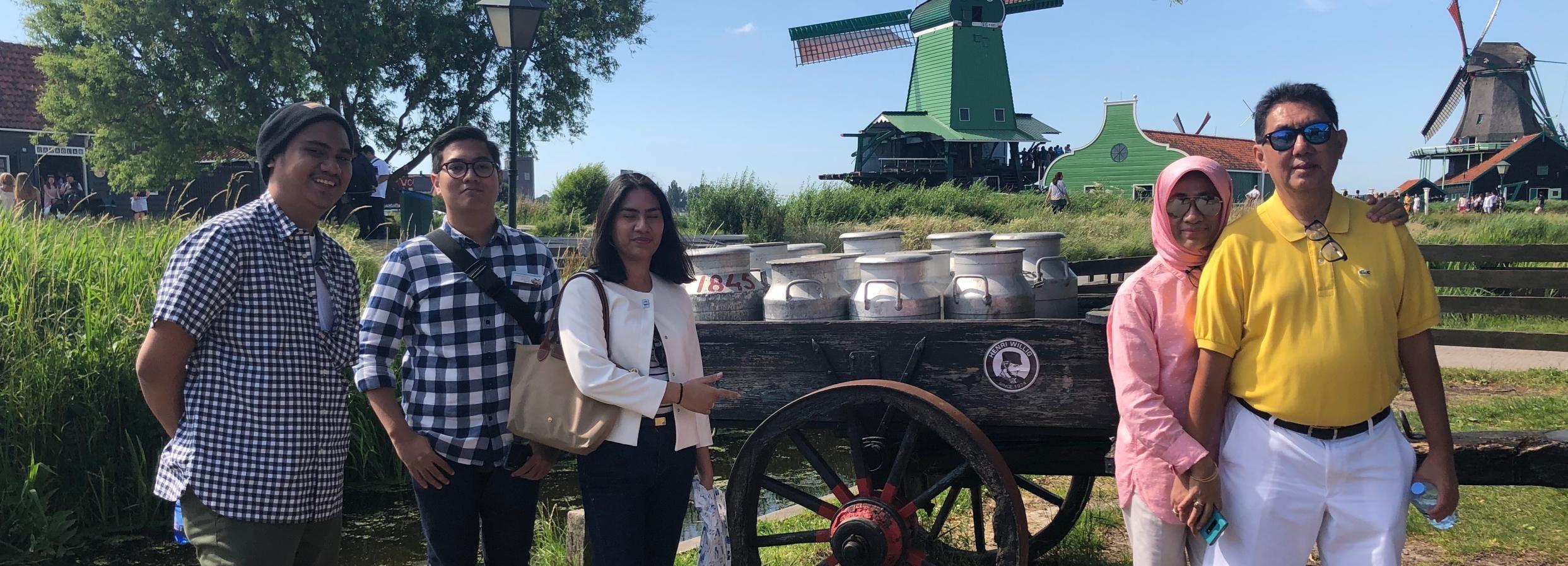 Amsterdam: Zaanse Schans, Edam, Volendam, and Canal Cruise