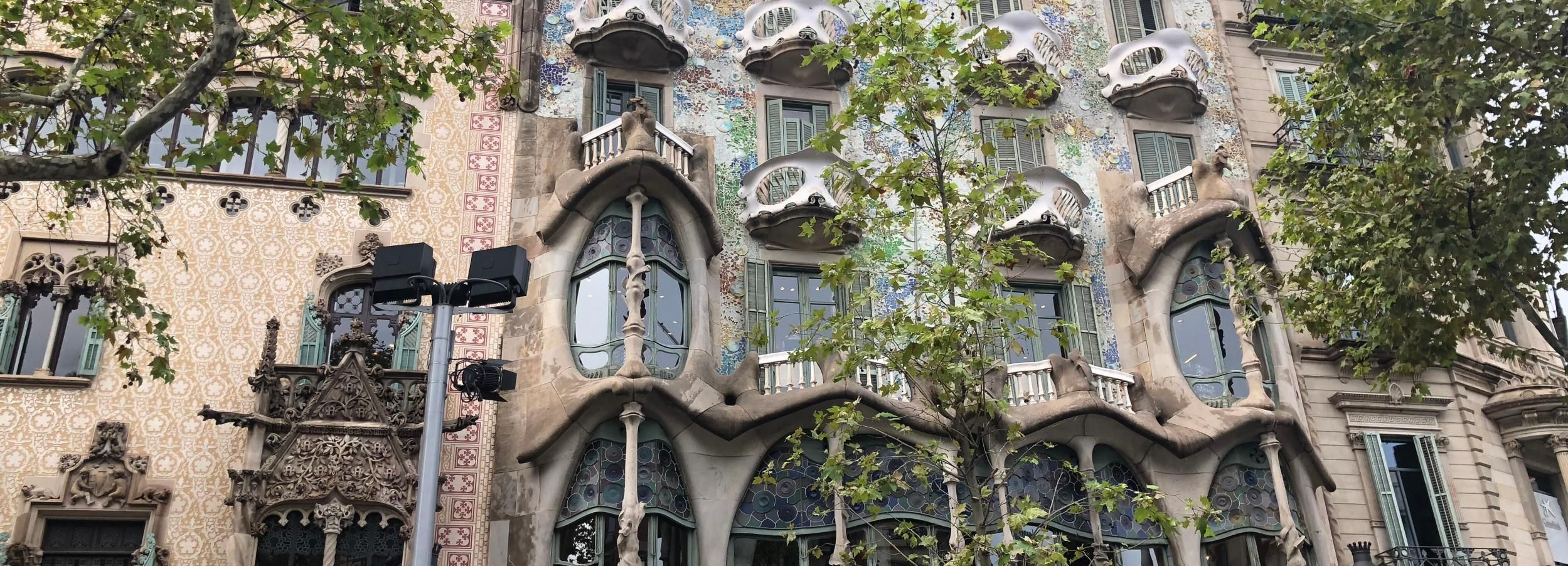 Barcelona: Day Tour with Sagrada Familia and Park Güell