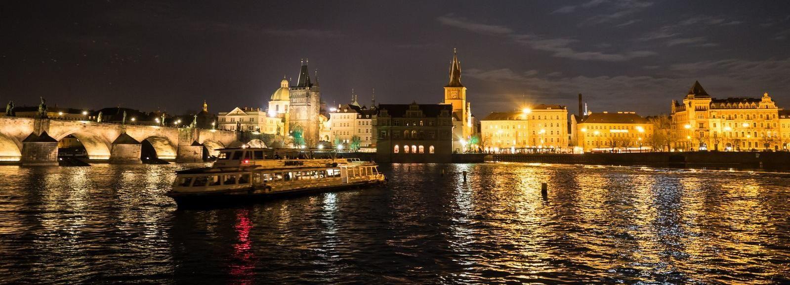 Praga: crucero turístico nocturno de 50 minutos