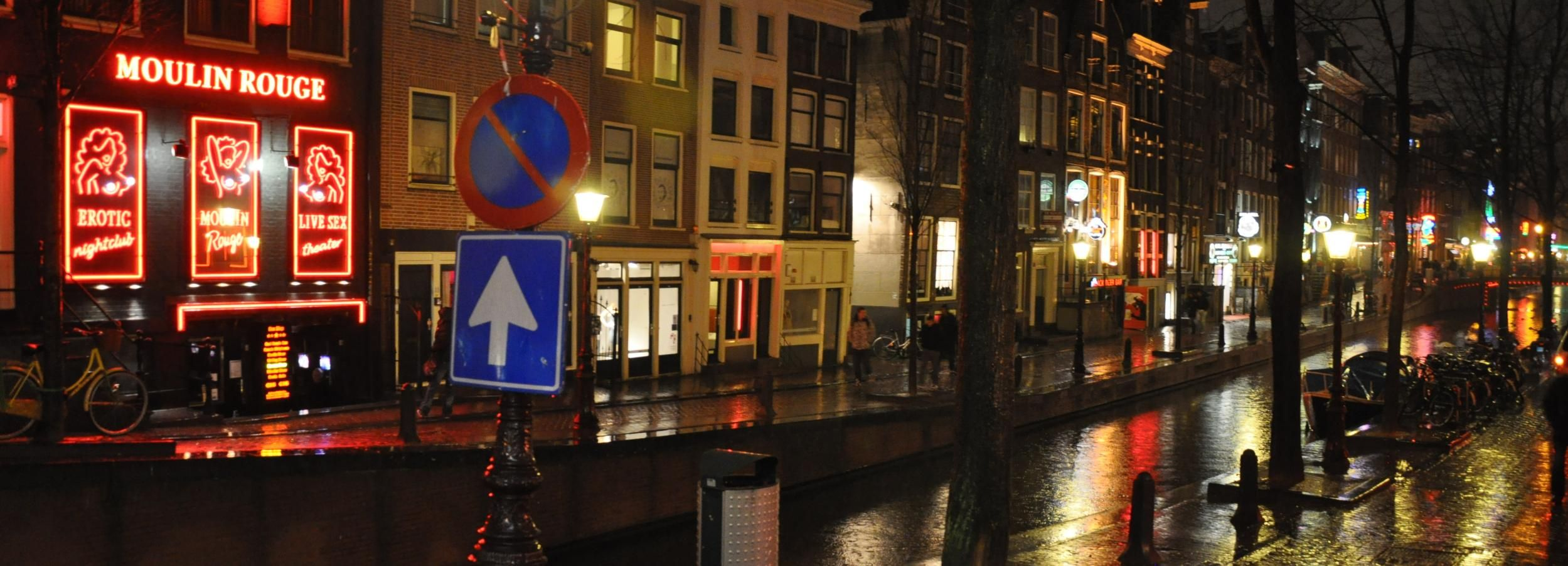 Amsterdam: Red Light District Tour with Canal Cruise