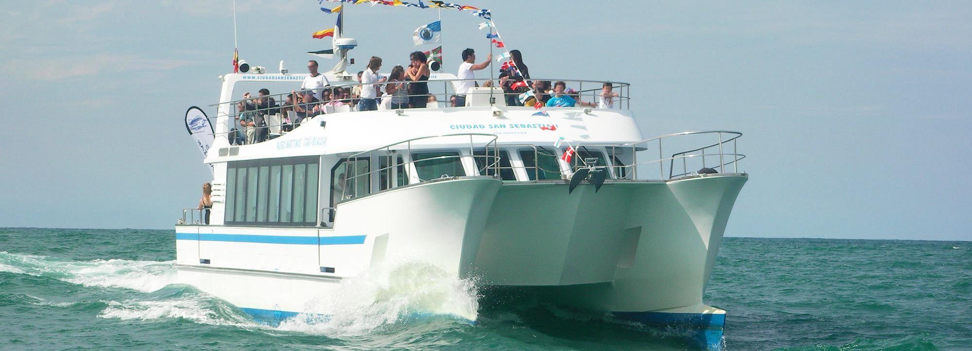 San Sebastian: Sightseeing Catamaran Bay Tour